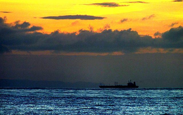kapal di tengah laut 2