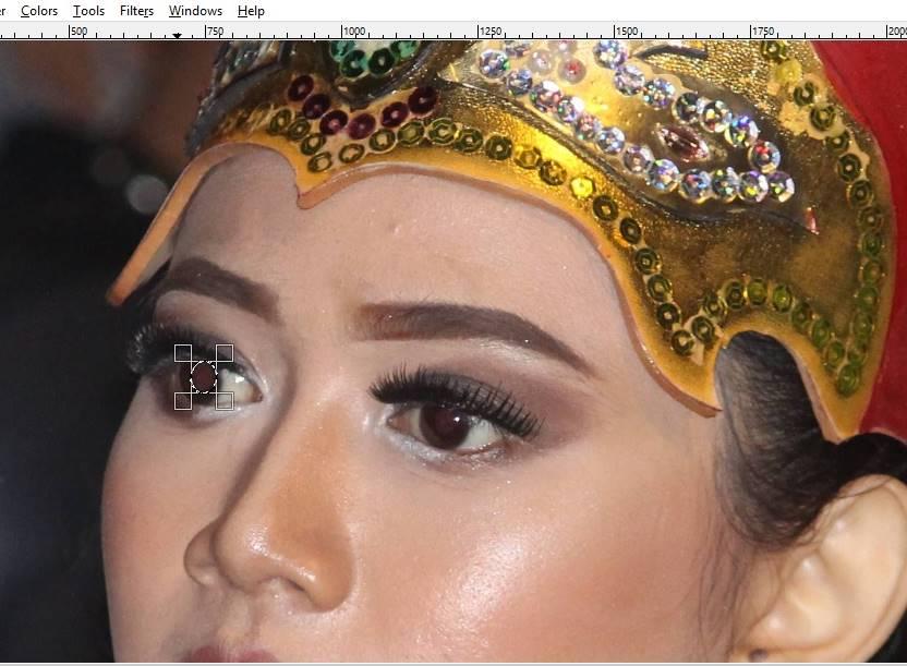 Menghilangkan Mata Merah Pada Foto Digital Dengan GIMP 3