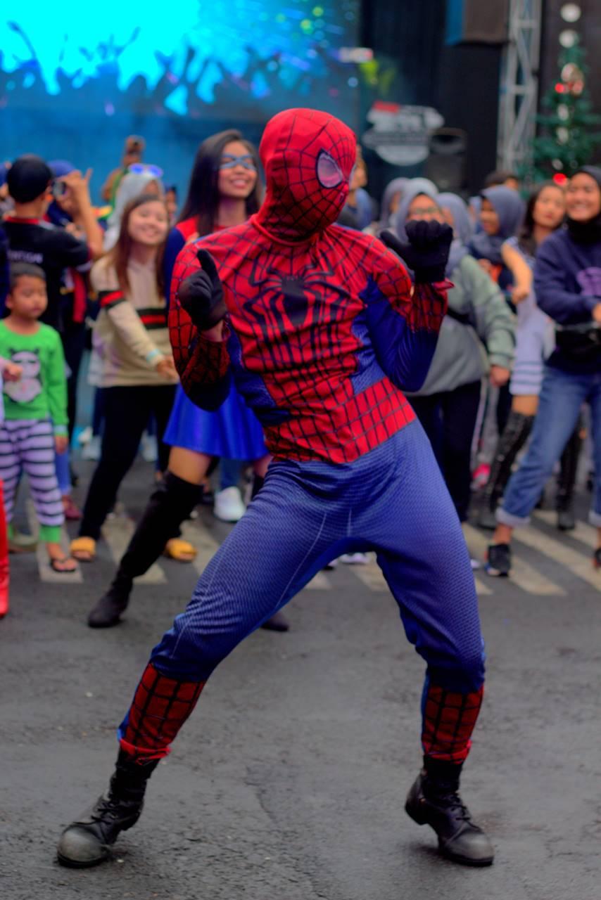 Spiderman Terpergok Asyik Joget Di Museum Angkut Yogyakarta