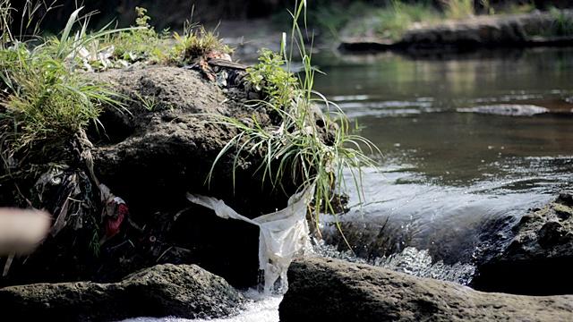 Wajah Muram Sungai Ciliwung007